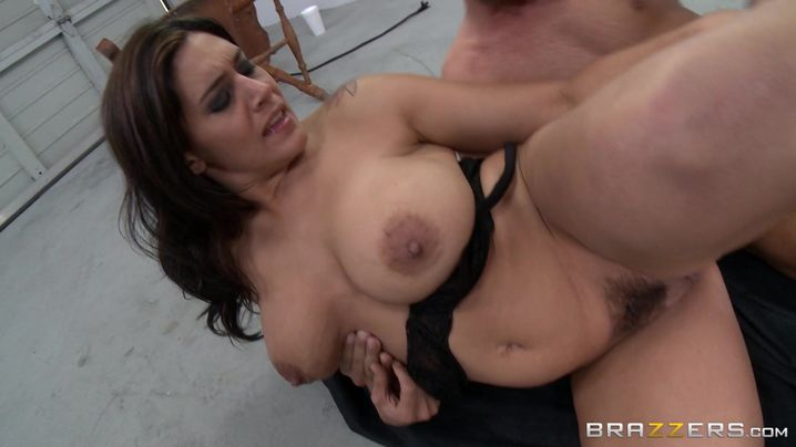 Sassy latin Raylene likes a big pike in her mouth