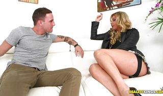 Overwhelming blonde Nikki Capone adores her ripped man's cock penetration