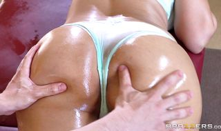 Mouthwatering mature bombshell Mercedes Carrera with impressive tits is always prepared for a wild boner riding