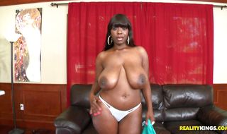 Magical mature black Chimille Morgan and her guy are making out