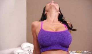 Experienced guy plows minx Ava Addams's chubby cuchy with great vigor