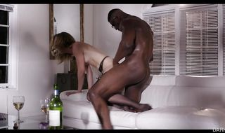 Enchanting mature blonde girlfriend Mona Wales adores sucking