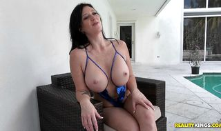 Attractive Licious Gia is ready to fuck really hard to get a load of semen