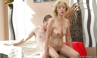 Lover pounds beautiful mom Szuzanne's juice cuch with great pleasure