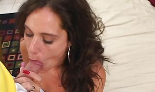 Ravishing latina mature floosy Linda has a hot body and loves to be fucked