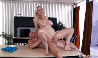 Experienced bf is amazed by heavenly mature blonde woman Julia Ann's python riding skills