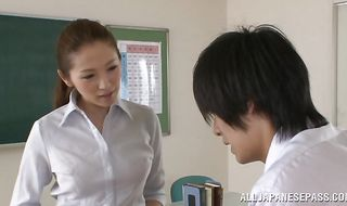 Beautiful mature Asami Ogawa got down and dirty with boyfriend from her company