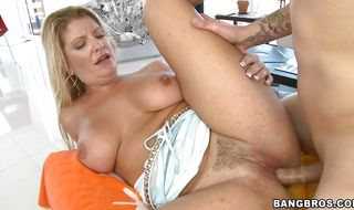 Luscious girlfriend Robbye Bentley enjoys a ride on the stiff prick